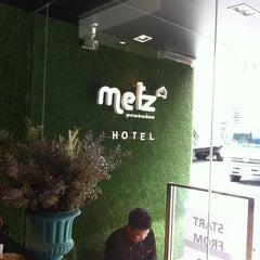 Photo taken at Metz Pratunam Hotel by Nh L. on 7/11/2014