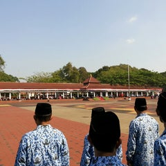 Photo taken at Alun-Alun Kota Serang by Muhamad H. on 8/17/2014