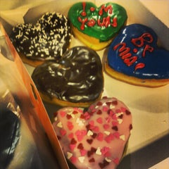 Photo taken at Dunkin' Donuts by ricardo a. on 2/9/2013