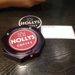 Photo taken at HOLLYS COFFEE by Fedelyn D. on 10/5/2013