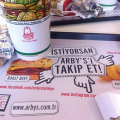 Photo taken at Arby's by змiя . on 4/18/2015