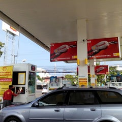 Photo taken at Shell (เชลล์) by Chaang N. on 12/9/2013