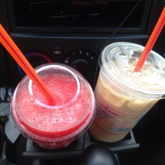 Photo taken at Dunkin Donuts by Evie W. on 8/5/2013