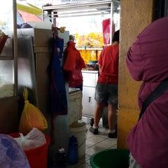 Photo taken at Restoran Puchong Fatt Kee by giBBs0n f. on 7/15/2014