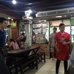 Photo taken at เรือทอง (Rue Thong Boat Noodle) by Molrudee K. on 10/29/2015