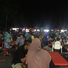 Photo taken at Medan Selera Perhentian Bas Bentayan by Syarafiq A. on 9/20/2015