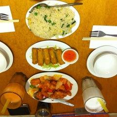 Photo taken at HK Diner 荷李活 by Merit H. on 10/21/2012