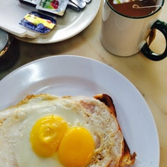 Photo taken at Breakfast Bar by Lai Ping C. on 5/8/2015