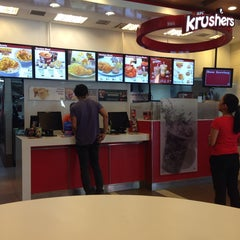 Photo taken at KFC by Gladys D. on 11/17/2013