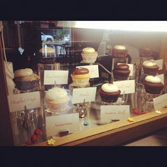 Photo taken at Red Velvet Cupcakery by Elle Boogiee on 10/9/2012