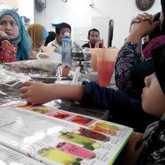 Photo taken at Restoran Cina Muslim Mohd Chan Abdullah by farizan b. on 7/11/2015