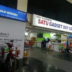 Photo taken at 1G-Satu Gadget Dot Com by Wan A. on 8/10/2014