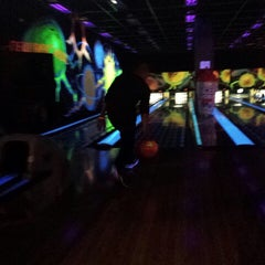 Photo taken at New Roc n Bowl at Funfuzion New Roc City by Yomary G. on 5/4/2014