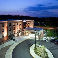 Photo taken at Hampton Inn & Suites Mt- Vernon/Belvoir-Alexandria South Area by Belvoir V. on 6/2/2014