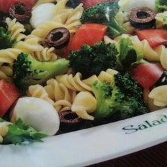 Photo taken at Salad Creations by Márcio T. Suzaki 洲. on 12/10/2012