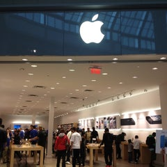 Photo taken at Apple Store, Carrefour Laval by Karina K. on 10/27/2012