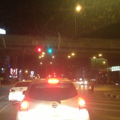 Photo taken at แยกศรีอุดม (Si Udom Intersection) by NEUNG Thanajittara G. on 3/24/2013