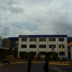 Photo taken at Universidad Fidélitas by Josué J. on 4/3/2012