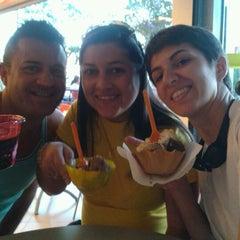 Photo taken at Skimoni Sorveteria by Tathi T. on 7/29/2012