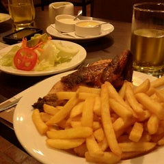 Photo taken at Villa Chicken & Grill by Carla Yaemi F. on 8/21/2012