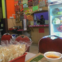 Photo taken at Nasi Kukus Paka 24 Jam by Rissazana R. on 8/23/2012