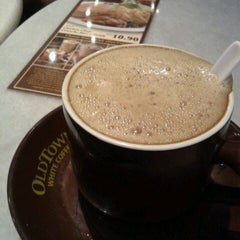 Photo taken at OldTown White Coffee Signature by Remy A. on 5/21/2012