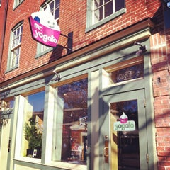 Photo taken at Mr. Yogato by GoCatGo …. on 2/9/2012