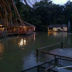 Photo taken at Veg Fish Farm Thai Restaurant (菜园酒家) by Carol T. on 5/13/2012