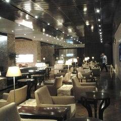 Photo taken at KrisFlyer Gold Lounge (Terminal 3) by Armein H. on 6/24/2012