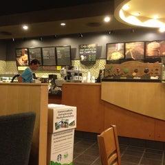 Photo taken at Starbucks (สตาร์บัคส์) by ปูชิตา ศ. on 4/6/2012