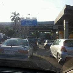 Photo taken at ทางพิเศษศรีรัช ส่วน A (Si Rat Expressway Sector A) by Suratchaphong J. on 5/15/2012