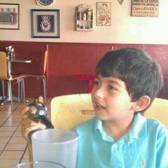 Photo taken at Herman's Pizza - Gal. Olloqui by Lic Diego F A. on 4/25/2012