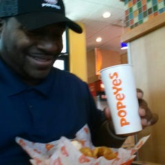 Photo taken at Popeyes by Shack N. on 6/7/2014