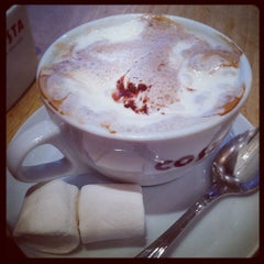 Photo taken at Costa Coffee by Nehal A. on 10/29/2012