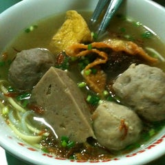 Photo taken at Bakso Jagalan 87 by Dolfi V. on 1/29/2013