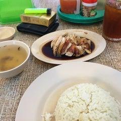 Photo taken at Restoran Nasi Ayam Malaysia by Fahmi A. on 10/4/2014
