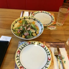 Photo taken at The Pizza Company (เดอะ พิซซ่า คอมปะนี) by pammie'w on 11/3/2014