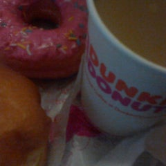 Photo taken at Dunkin' Donuts by Nita Nylora on 3/10/2015