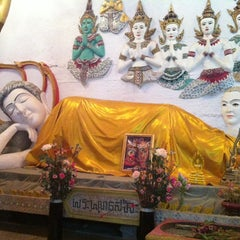 Photo taken at วัดเขาพุทธโคดม (Wat Khao Phutthakhodom) by Kim N. on 12/31/2013