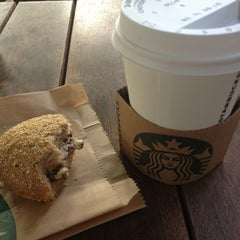 Photo taken at Starbucks by Kutlu K. on 10/6/2012