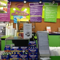 Photo taken at Planet Smoothie by Michi on 1/12/2013
