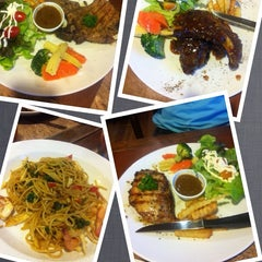 Photo taken at Verde Montana Restaurant (เวอร์เด้ มอนทาน่า เรสเทอรองท์) by Luknum J. on 10/22/2013