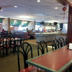Photo taken at Great Wall China Buffet by Steven b. on 1/13/2013