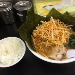 Photo taken at らーめん ぎょうてん屋 町田店 by ワロカス ワ. on 6/23/2015
