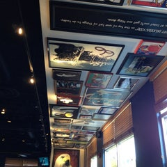 Photo taken at Red Robin Gourmet Burgers by Gary G. on 7/17/2013