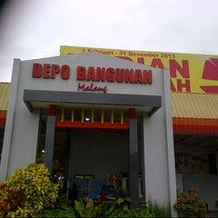 Photo taken at Depo Bangunan by Khirzur R. on 12/21/2013