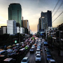 Photo taken at ถนนเพชรบุรี (Phetchaburi Road) by Game A. on 12/19/2012