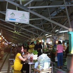 Photo taken at ตลาดประชานิเวศน์ 1 (Pracha Niwet 1 Market) by Ann S. on 12/5/2012
