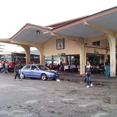 Photo taken at Medan Gopeng Bus Terminal by Ng J. on 2/17/2013