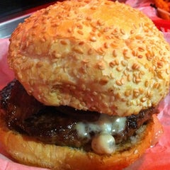 Photo taken at Pearl's Deluxe Burgers by Peter W. on 10/30/2012